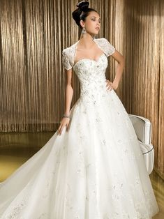 Pretty ball gown natural waist lace wedding dress