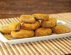 Nuggets vegeanos assados, feitos com proteína de soja e grão-de-bico.