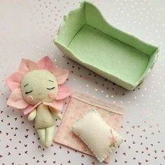 1 million+ Stunning Free Images to Use Anywhere Felt Doll Patterns, Stuffed Toys Patterns, Tiny Dolls, Soft Dolls, Creation Couture, Felt Decorations, Sewing Toys, Felt Toys, Fabric Dolls