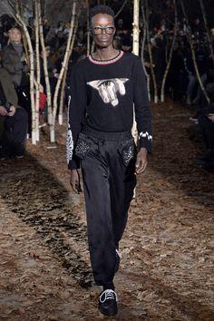 Off-White Fall 2017 Menswear Collection Photos - Vogue Vogue Paris, Winter 2017, Fall Winter, Autumn, Fashion Show, Mens Fashion, Fashion Trends, Off White Mens, Suit Shirts