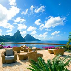 Typical day at Jade Mountain in St. Lucia. Photo courtesy of hotelsandresorts on instagram.