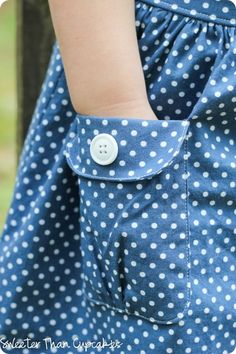 Mini Boden Spotty Chambray Skirt Knock It Off–Tutorial Techniques Couture, Sewing Techniques, Sewing Patterns Free, Clothing Patterns, Sewing Hacks, Sewing Tutorials, Sewing Tips, Sewing Pockets, Chambray Skirt