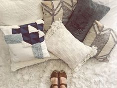 we will show you some of the best DIY throw pillow ideas that are so easy to construct and are incredibly inexpensive. we will show you some of the best DIY throw pillow ideas that are so easy to construct and are incredibly inexpensive. Best Bedroom Colors, Bedroom Paint Colors, Bedroom Themes, Bedroom Ideas, Bedroom Decor, Modern Pillows, Colorful Pillows, Diy Throw Pillows, Decorative Pillows