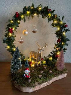 Christmas Flower Arrangements, Christmas Flowers, Christmas Wood, Christmas Centerpieces, Christmas Projects, Xmas Decorations, Christmas Time, Christmas Wreaths, Christmas Ornament Crafts