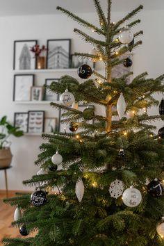Weihnachtsbaumschmuck selber machen ist nicht schwer. Hier findet ihr eine Schritt-für-Schritt DIY Anleitung für tollen Baumschmuck. #tannenbaumschmuck #diy #weihnachtsdeko Xmas Ideas, Christmas Tree, Holiday Decor, Home Decor, Craft, Holiday Decorating, Helpful Tips, Christmas Tree Decorations, Christmas Time