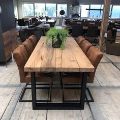 33 Admirable Modern Wood Table Design Ideas - In working with tables, choosing the specific type desired is the first step which will include both the size and style of the table. Wood Table Design, Dining Room Design, Dining Room Table, Open Plan Kitchen Dining, Living Room Decor Inspiration, Vintage Industrial Furniture, Rustic Table, Modern Table, Table Furniture
