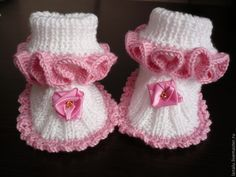 These are knit, but it does give me the idea that I can work out for crochet also. Knit Baby Dress, Knit Baby Booties, Crochet Baby Shoes, Knit Crochet, Baby Sweater Patterns, Baby Patterns, Knitting Patterns, Baby Slippers, Knitted Slippers