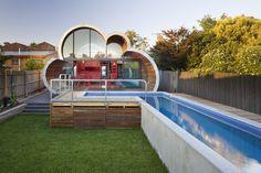 The Cloud House est le projet de rénovation d'une résidence à Melbourne. Cette idée est venue de l'imagination de l'architecte McBride Charles Ryan qui a conçu ce projet en 3 parties distinctes, visant à faire ressembler la maison à un nuage.
