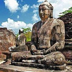 arenatours¡Buenos días viajeros! Hoy nos perdemos por las calle de Polonnaruwa City en Sri Lanka. Sri Lanka, Buddha, Statue, Instagram Posts, Art, Bom Dia, Street, Art Background, Kunst