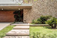Layouts Casa, House Layouts, Facade Design, House Design, French Provincial Home, Entry Stairs, Hawaii Homes, Facade House, Mid Century House