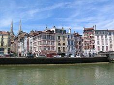 #Bayonne geldt als de hoofdstad van het Franse deel van #Baskenland , in de regio #Aquitaine . Kijk voor meer informatie over deze, en andere bezienswaardigheden in Zuid-Frankrijk op www.zonnigzuidfrankrijk.nl !