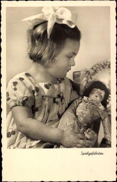 Ak Spielgefährten, Ein Mädchen mit Schleife und Puppe | eBay