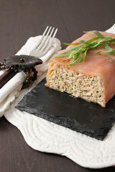 Terrine aux deux saumon, fromage frais et estragon http://www.lacuisinedefrancoise.be/archive/2013/12/09/terrine-aux-deux-saumons-fromage-frais-estragon-et-baies-ros-8010302.html