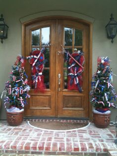 4th of July Deco Mesh Wreath and decorated topiary trees