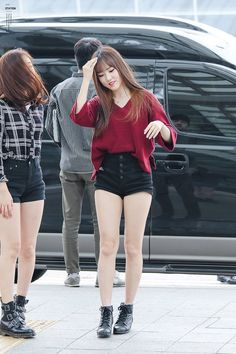 Gfriend Yuju, Airport Style, Airport Fashion, Shorts With Tights, Female Stars, Casual Summer Outfits, Korean Actresses, Beautiful Asian Girls, South Korean Girls