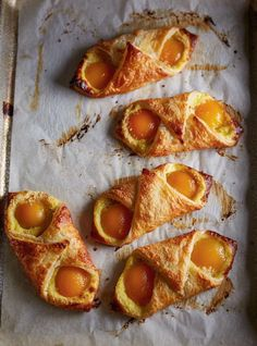 These French-inspired apricot pastries are a great beginner's recipe if you're baking with pastry dough for the first time. Recipes For Beginners, Great Recipes, Favorite Recipes, Interesting Recipes, Puff Pastry Recipes, Puff Pastries, Valeur Nutritive, Meals For One, Recipe Using