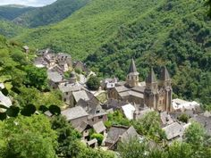 Conques (France - Via Podiensis) Tips for the Camino de Santiago walker Camino Walk, Camino Trail, The Camino, Spain Pilgrimage, Languedoc Roussillon, Journey, Adventure Is Out There, Solo Travel, Trip Planning