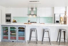 With white satin cabinetry and soft close cupboards and drawers this gorgeous contemporary kitchen screams lux all the way. Luxury Kitchens, Home Kitchens, New Kitchen Designs, White Satin, White Marble, Modern Classic, Cupboards, Contemporary, Drawers