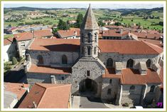 Joyeux Noël à tous nous sommes le Dimanche 25 Décembre 2016 . Le village de Saugues en Haute Loire http://jalmanach-jeannot.eklablog.fr/dimanche-25-decembre-2016-a127906386