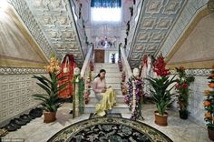 Incredible images of gipsy palaces   Only in Romania