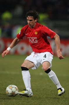 Owen Hargreaves. Former United midfielder, who made positive impact in his debut season (2007-08). Unfortunately his career at United were halted by injuries