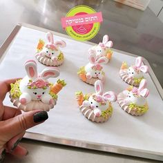 May sweet desserts bring you sweet life. Let's enjoy the happy moment with our families. Meringue Pavlova, Meringue Desserts, Meringue Cookies, Cute Desserts, Cake Cookies, Sugar Cookies, Cupcake Cakes, Easter Cookies, Easter Treats