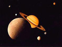 """Planeta Saturno...e suas """"Luas"""". Montagem."""