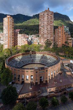 Rogelio Salmona. 'Torres del Parque Residencial Complex, Bogotá, Colombia' 1964-197