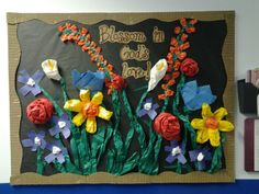 Spring bulletin board: crumpled, twisted, torn butcher paper stapled to board, making flowers Flower Bulletin Boards, Bulletin Board Design, Summer Bulletin Boards, Classroom Bulletin Boards, School Displays, Library Displays, Classroom Displays, Spring School, Sunday School