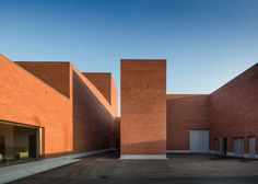 Álvaro Siza has built a red brick theatre in Llinars del Vallès