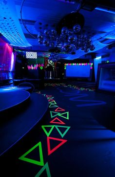 triangles on floor to guide kids into the glow-in-the-dark room. - Black Lights - Ideas of Black Lights Neon Birthday, 13th Birthday Parties, Slumber Parties, Sleepover Party, Fete Emma, Glow In Dark Party, Black Light Party Ideas, Dance Themes, Blacklight Party