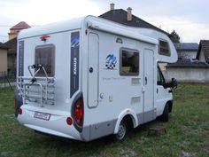 Autokaravan Knaus Sport Traveller 500 D malý a obratný z vonka a veľký z dnuka.