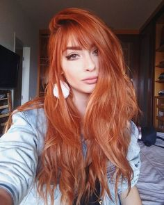 How to get copper red hair color? What is Copper Red Hair Color? There is a color that has recently entered my radar and will not come out for a long time: Copper red hair color. This color in red copper tones almost suits every sk… Copper Balayage, Balayage Hair, Auburn Balayage, Copper Ombre, Ombre Hair, Red Copper Hair Color, Color Red, Coper Hair Color, Golden Copper Hair