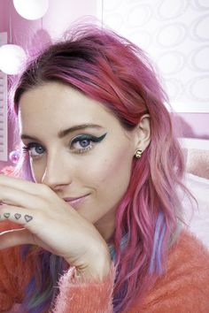 #ChloeNorgaard with the Ryan Gosling Earrings #hair