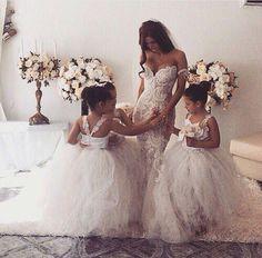 Gorgeous Flower Girls and Bride. Love all the dresses and flowers. Wedding Robe, Dream Wedding Dresses, Wedding Goals, Wedding Day, Wedding Venues, Trendy Wedding, Wedding Ceremony, White Flower Girl Dresses, Flower Girls