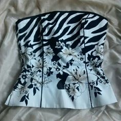 White House Black Market Corset Top New without tags is a stunning strapless corset top from WHBM! Beautiful detailing with zipper and hook closure in the back. Polyester and spandex material with a 100% cotton lining. Dryclean only. Size 0 White House Black Market Tops Blouses