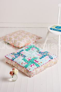 Comfy floor pillows to stitch with December 2015's issue of Sew