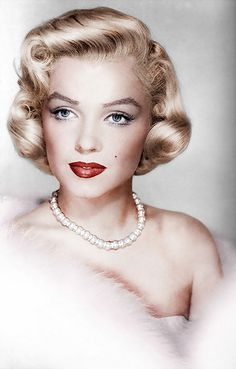 Marilyn Monroe| Be inspirational ❥|Mz. Manerz: Being well dressed is a beautiful form of confidence, happiness & politeness