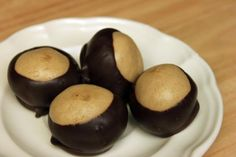 Small peanut butter balls that taste even better than Reese's Cups. The taste so good- be careful, they are addictive! Duck Recipes, Yummy Recipes, Holiday Treats, Holiday Recipes, Good Food, Yummy Food, Peanut Butter Balls, Xmas Cookies
