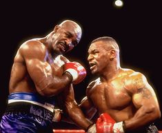 On June 28, 1997, in a rematch of an earlier fight, Mike Tyson stunned Evander Holyfield by biting a one-inch piece of cartilage from Holyfield's right ear. Leírás innen: wn.com. A bing.com/images oldalon kerestem rá.