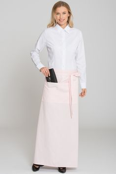 Classic, long bistro apron made of high-grade mixed fabric. The sewn-on pocket (20x39 cm) with 2 compartments offers a lot of storage space. Especially heard-wearing and durable material as well as full-length ribbons made of apron fabric with seam bar tacking make this classic a favourite with our customers.