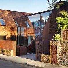 Kew House by Piercy & Co.  Photo: Jack Hobhouse.