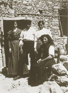 """Σφακιά 1913. Hubert Pernot """"Εξερευνώντας την Ελλάδα. Φωτογραφίες 1898-1913"""" Memories, Art, Souvenirs, Kunst, Remember This, Art Education, Artworks"""