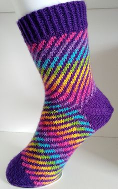 Loop socks Ravelry: Loop socks pattern by Sigrid Seidel<br> This is a top down sock, with an after-though heel, which means you'll knit a tube, and then add the heel. Love Knitting, Knitting Socks, Baby Knitting, Crochet Baby, Knit Crochet, Knit Socks, Knitted Baby Blankets, Baby Girl Blankets, Knitted Mittens Pattern