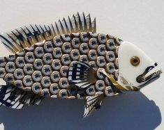 Fish made with Bud Light Bottlecaps Metal Grouper Fish Wall Art Water Bottle Caps, Plastic Bottle Caps, Bottle Cap Art, Beer Bottle, Chameleon Craft, Chameleon Color, Beer Cap Art, Beer Caps, Fish Wall Art