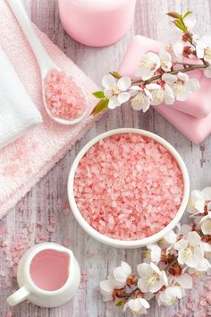 When you feel your energy field getting muddled, cleanse it with Himalayan Salt rocks. Himalayan salt bath benefits include detoxifying, moisturizing and pain r Pink Love, Pretty In Pink, Salt Bath Benefits, Frühling Wallpaper, Himalayan Salt Bath, Rose Bonbon, Everything Pink, Bath Salts, My Favorite Color