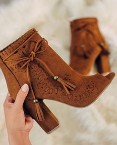 Source by stephdollar. Fancy Shoes, Pretty Shoes, Beautiful Shoes, Cute Shoes, Me Too Shoes, Heeled Boots, Bootie Boots, Shoe Boots, Shoes Sandals