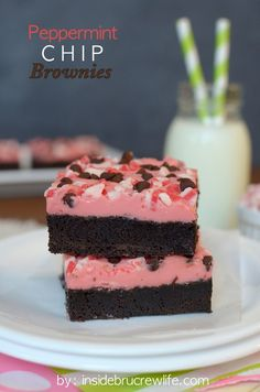 Peppermint Chip Brownies - homemade brownies with a peppermint ganache and chocolate chips www.insidebrucrewlife.com