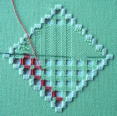 Hardanger Embroidery with Wrapping with Doves Eyelets – Viral Patterns - Stickerei Ideen Types Of Embroidery, Learn Embroidery, Hand Embroidery Stitches, Embroidery Techniques, Ribbon Embroidery, Embroidery Thread, Cross Stitch Embroidery, Embroidery Patterns, Embroidery Tattoo