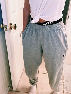 sweatpants outfit with heels Cute Lazy Outfits, Chill Outfits, Mode Outfits, Trendy Outfits, Summer Outfits, Cute Outfits With Sweatpants, Cute Everyday Outfits, Really Cute Outfits, Teen Fashion Outfits